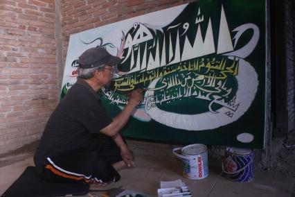 "Abd. Aziz Ahmad sedang ""Action"" melukis, 2013"